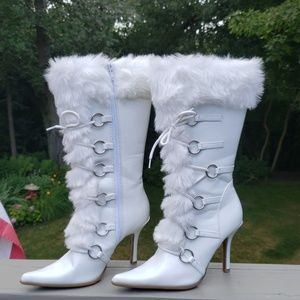 Delicious White Size 7.5 Patent Leather Boots Bota